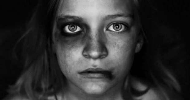 «Мать года» приговорена к тюремному наказанию за издевательства над детьми