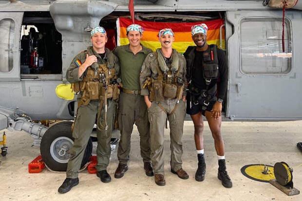 Пентагон показал фото первого в истории гей-экипажа в армии США