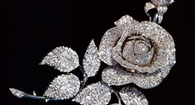 Какие утерянные украшения были восстановлены и стали экспонатами Алмазного фонда