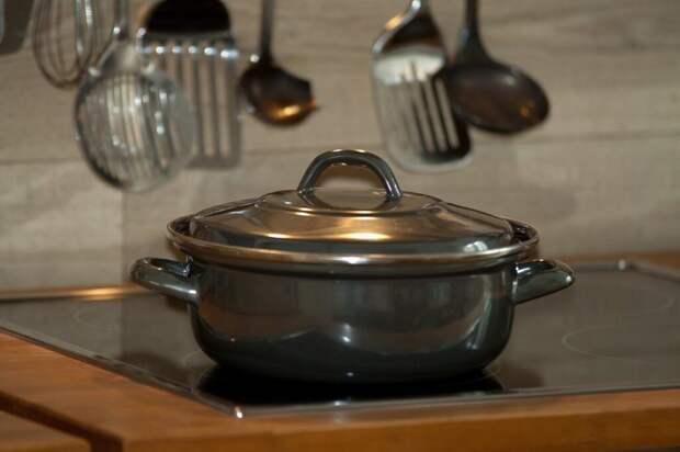 cook-750142_1280-1024x682 Чистим стекляную или индукционную плиту: полезные советы