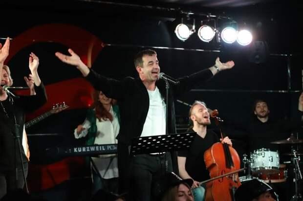 Дмитрий Певцов и таланты Москвы записали клип «Все еще будет!»