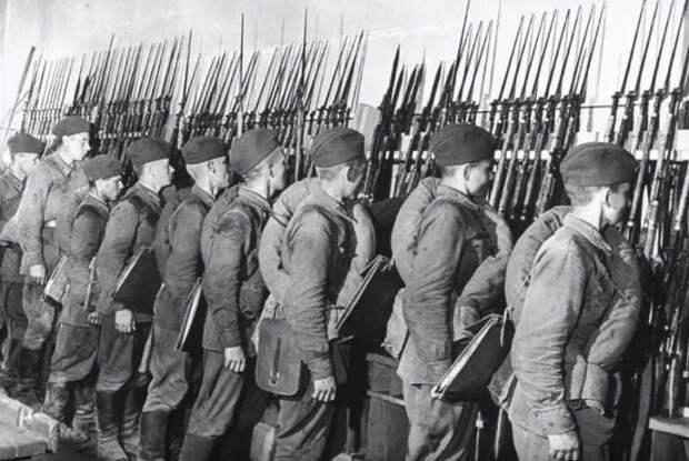 История от либералов: очередное «разоблачение» планов сталинского «блицкрига»