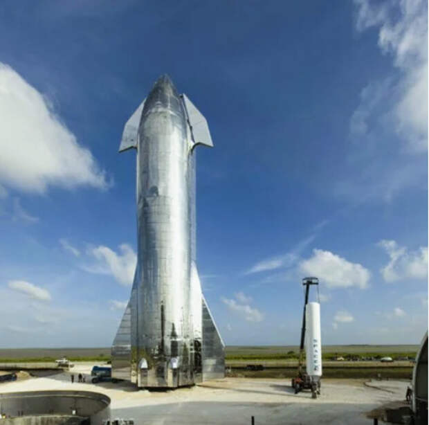 SpaceX представила корабль для полетов на Луну и Марс