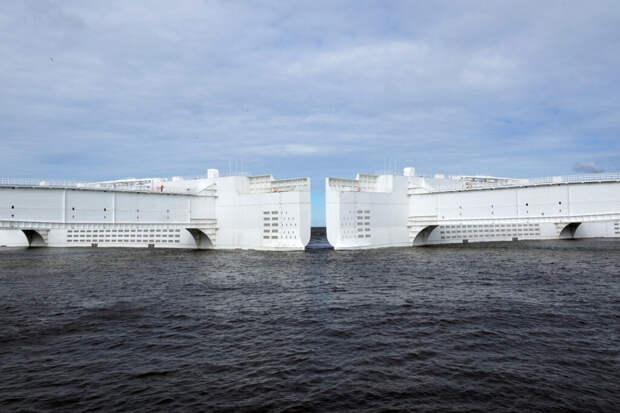Дамбу в Петербурге закроют из-за угрозы наводнения