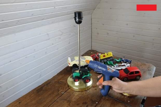 Настольная лампа из стареньких детских игрушек