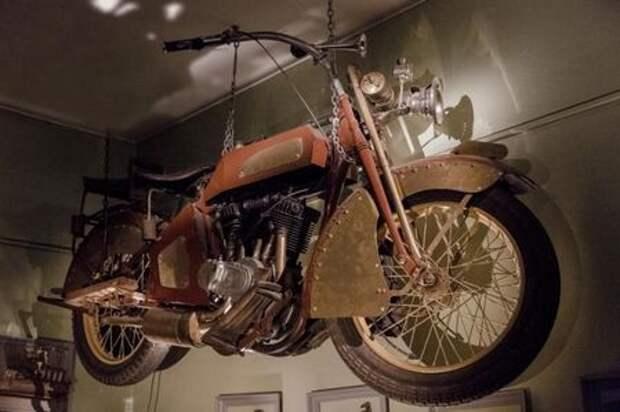 Мотоцикл из фильма «Матильда» выставили на продажу (очень дорого)