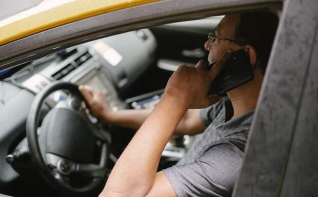 Телефон за рулем.