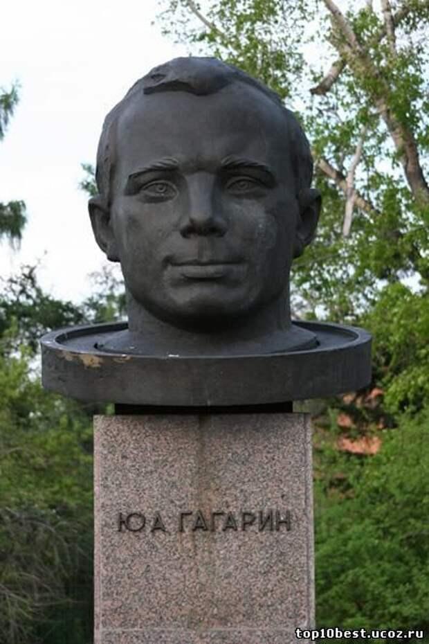 Памятник Гагарину.