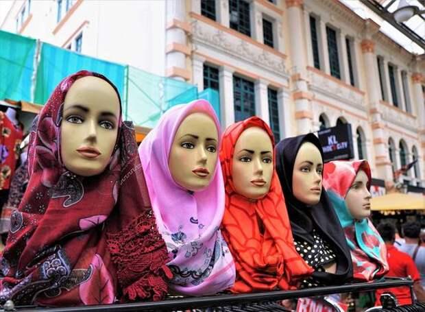 Минздрав Малайзии официально обвинил женщин в том, что они очень красивы, чем провоцируют домогательства