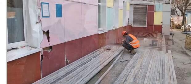 Главврач осмотрела ход капремонта в здании поликлиники на Хачатуряна