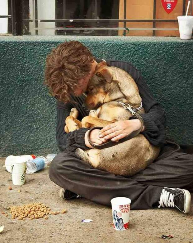 Их богатство — в их сердцах: бездомные, которые отдали четвероногому другу последний кусочек хлеба
