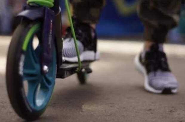 В Петербурге мужчина на электросамокате сбил четырёхлетнего мальчика