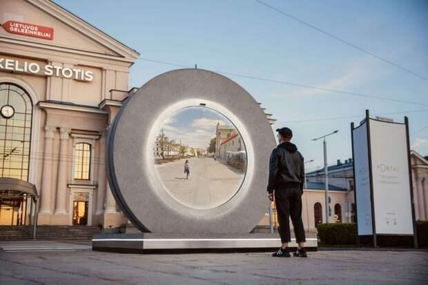 В Литве и Польше появились непонятные «порталы». Проходить сквозь них нельзя, зато можно общаться с жителями других городов