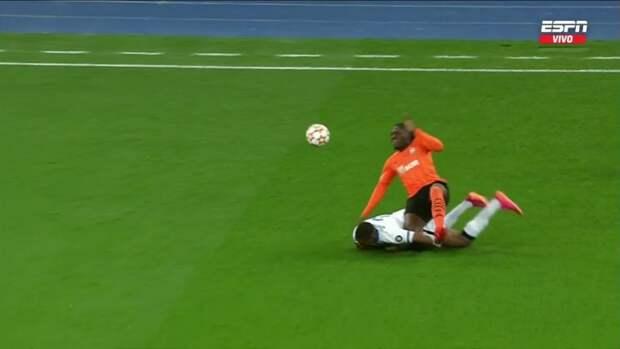 Траоре получил травму вдебюте матча «Шахтер»— «Интер» ибыл заменен