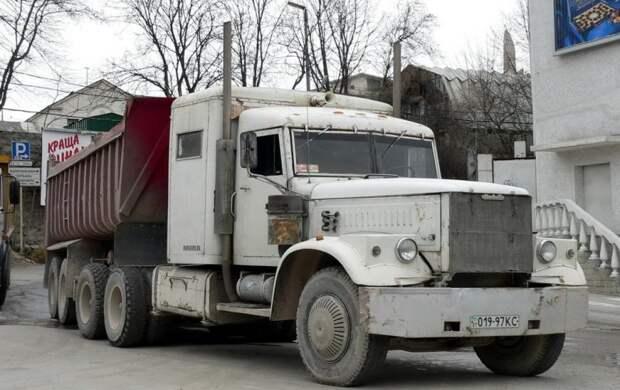 Исходная «архитектура» КрАЗа прямо-таки приглашала превратить его в американский «трак». 90-е, грузовик, дальнобойщики, тюнинг