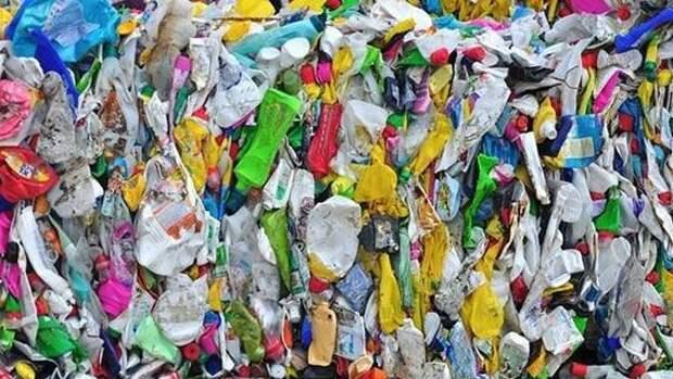 По данным Greenpeace, пластиковые отходы Великобритании вывозятся в Турцию и сжигаются
