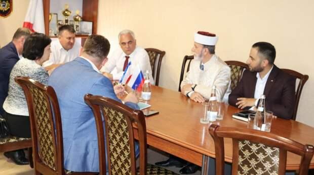 Муфтий Крыма принял участие в рабочем совещании с руководителями Сакского района и города Саки