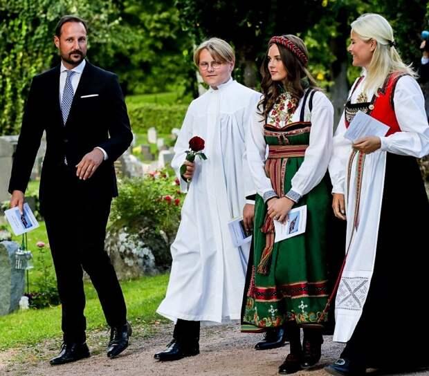Сверре Магнус с родителями и сестрой Ингрид