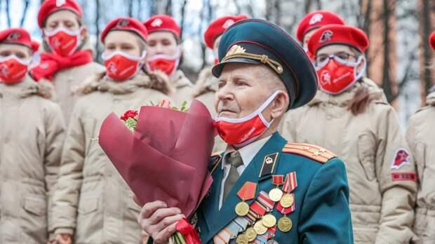 Военные и юнармейцы Сахалинской области написали письма ветеранам в рамках акции к 9 Мая