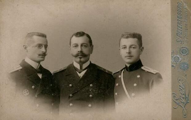 Три брата Киткиных (слева направо): Пётр Павлович, Александр Павлович, Алексей Павлович. Фотография 1901 г.