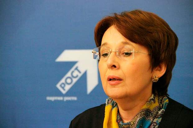 Оксана Дмитриева проявляет бурную политическую деятельность, которая на поверку оказывается прикрытием