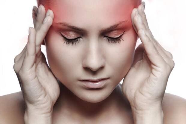 """Врач рассказала о признаках, характеризующих """"самоубийственную"""" головную боль"""