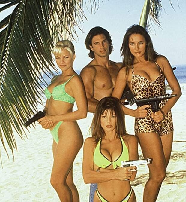 """Секс-символы 90-ых: Горячие девушки спацагенты из сериала """"Жара в Акапулько""""."""