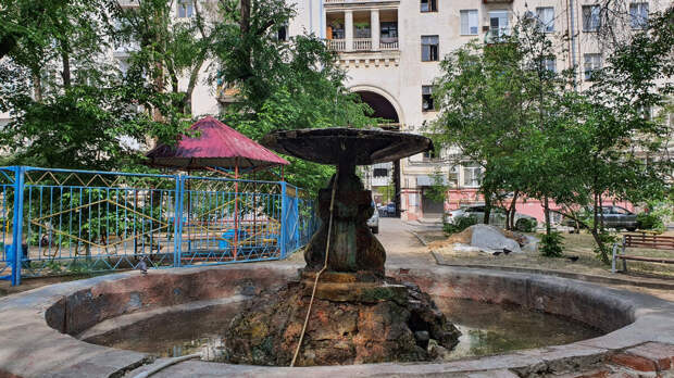 Фонтан во дворе по улице Советская, 20. Волгоград