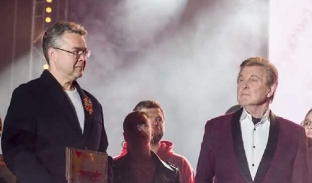 Губернатор Владимиров подпел Льву Лещенко на концерте в Ставрополе