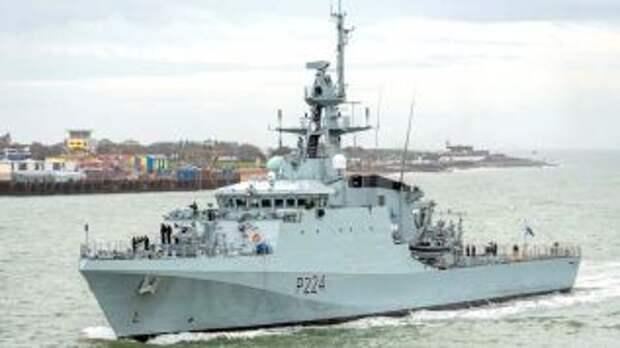 В акватории Черного моря появился британский корабль