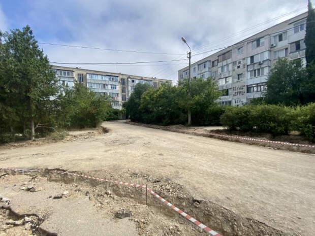 В Севастополе проводится ремонт внутридворовых дорог