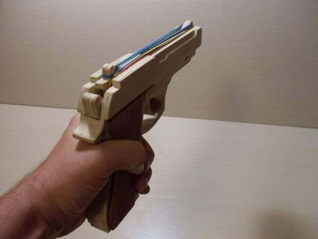 Мужчина пришел грабить магазин с игрушечным пистолетом