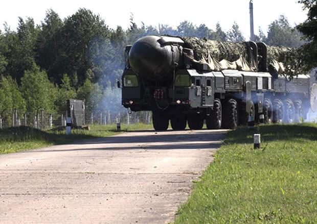 Пусковые установки «Тополь» в рамках тактического занятия вышли на маршруты боевого патрулирования в Тверской области