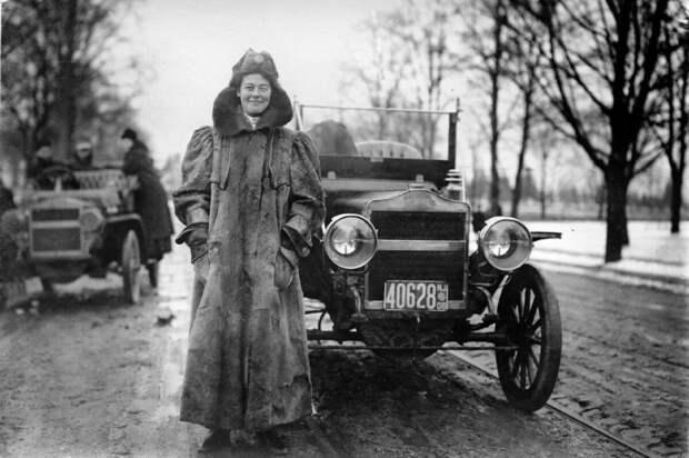 Первая в мире женщина-автогонщик