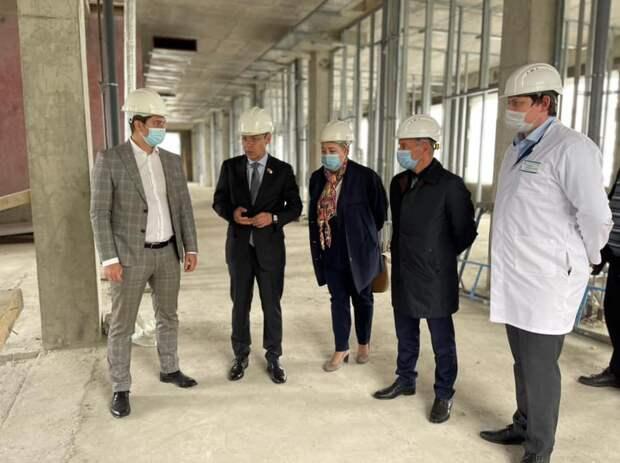 Глава управы Роберто Леонов проверил ход строительства дополнительного отделения в поликлинике на 1-й Напрудной