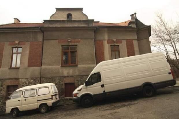 Хозяин переделал этот старый неприметный фургон в отличное жилище.