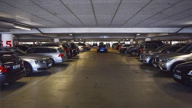 Как все же правильно парковаться: передом или задом