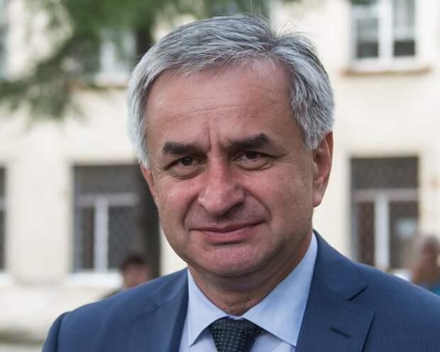 «Да, я ушел»: Рауль Хаджимба отказался от поста президента Абхазии