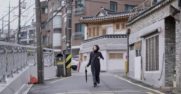 Молодая кореянка встречается с подругами в трейлере нового фильма Хон Сан-Су