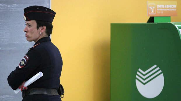 Зачем в России хотят ввести контроль за банковскими счетами подростков