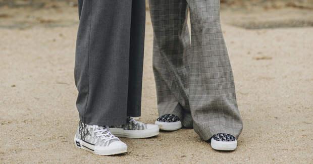 Кроссовки для офиса: какие модели подойдут под брючный костюм