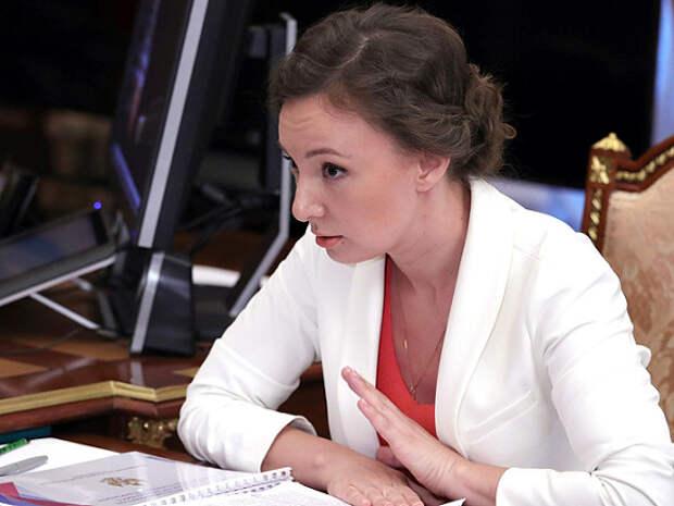 В Сети потребовали снять с должности детского омбудсмена-«попадью» Анну Кузнецову
