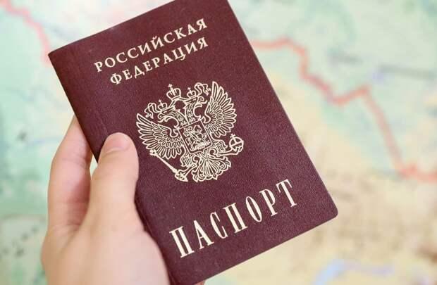 Присмотритесь внимательно к паспорту. Тайные коды и два чипа в российском документе