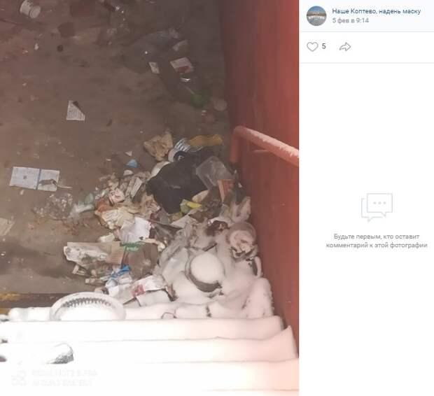 Вместо снесенной пристройки на Большой Академической выросла мусорная куча