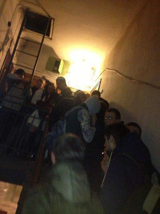Студенческие вечеринки обычно проходят не богато, но весело. Вы только посмотрите, сколько желающих собирается вечеринки, вписки, общежитие, прикол, студенты, тусовки, учеба, юмор