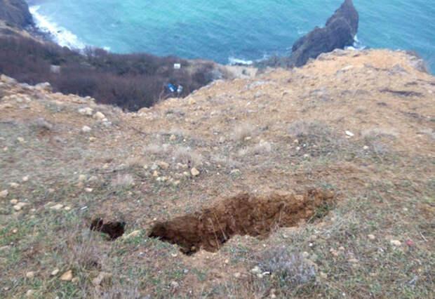 На пляжи мыса Фиолент могут обрушиться скалы