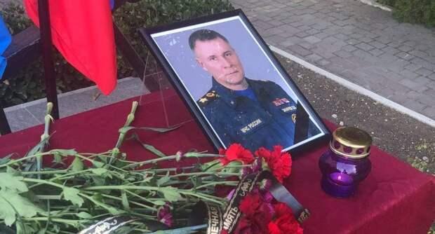 Минуту молчания прервали сирены пожарных машин: В Севастополе почтили память главы МЧС России