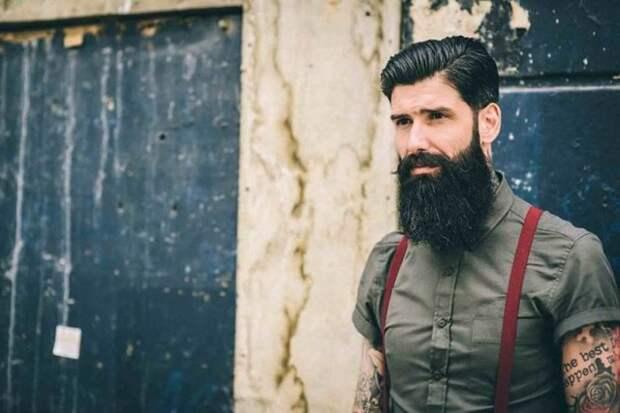 парень с черной густой бородой