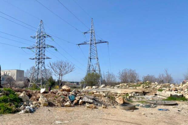 В Севастополе начали разбираться с мусором на пустыре в районе проспекта Победы