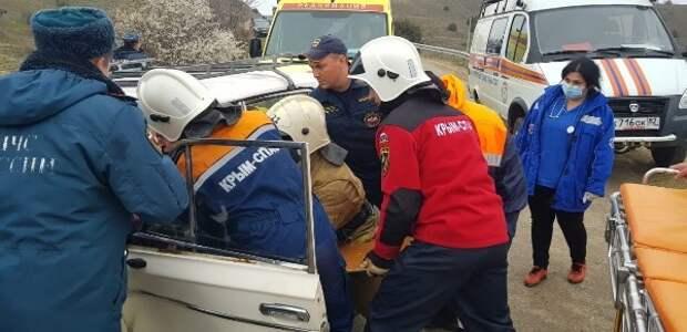 Люди пострадали при столкновении «Жигули» и «Фольксвагена» в Судаке
